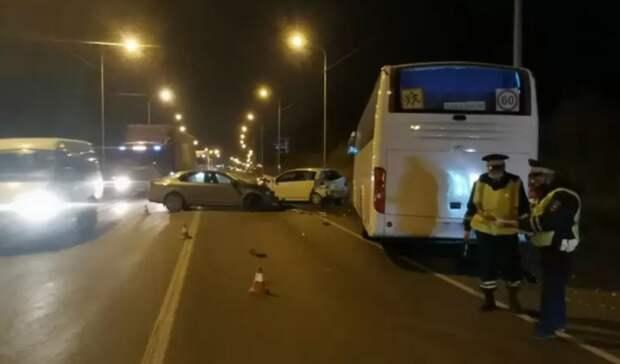 Пассажирский автобус попал в массовую аварию на Пермском тракте