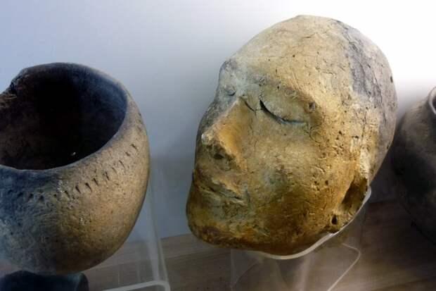 Неолит: фрагмент экспозиции музея истории культуры народов Сибири и Дальнего Востока