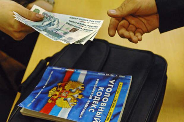 Московский инспектор ДПС пошел под суд за мелкую взятку