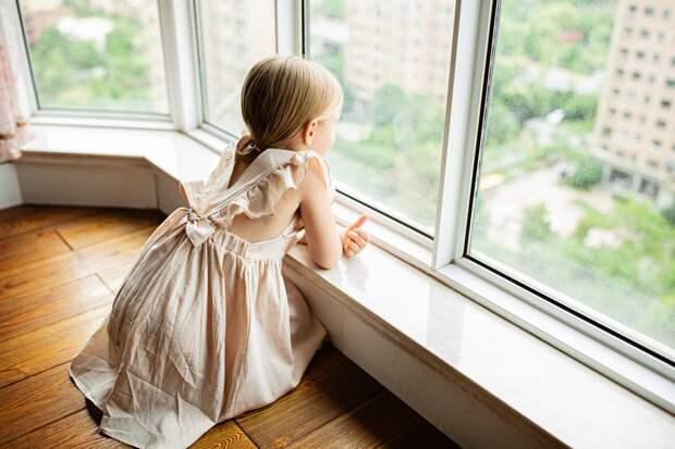 В Ижевске 6-летняя девочка выпала из окна 7 этажа
