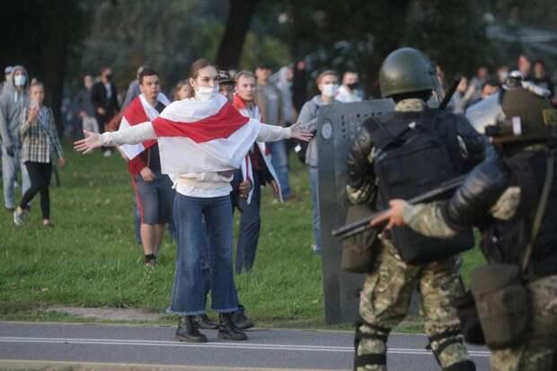 Да плевать им и на них, и на Белоруссию. И на Россию плевать.