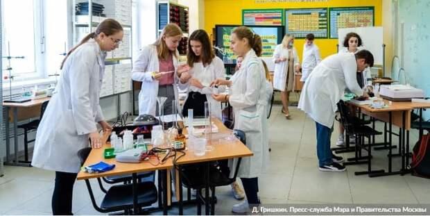 В 2020 году московские школьники завоевали 17 наград международных олимпиад. Фото: Д. Гришкин mos.ru