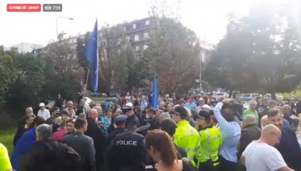 Историю не перепишете: пражане вышли на улицу в поддержку памятника Коневу