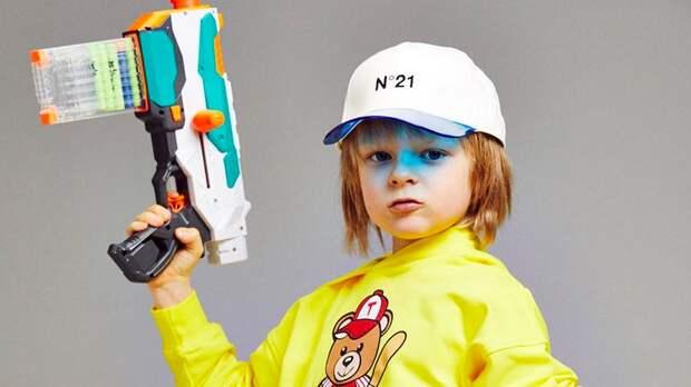 «Куплю себе много оружия, машины и дом». 7-летний сын Плющенко и Рудковской зарабатывает 12 млн рублей в год