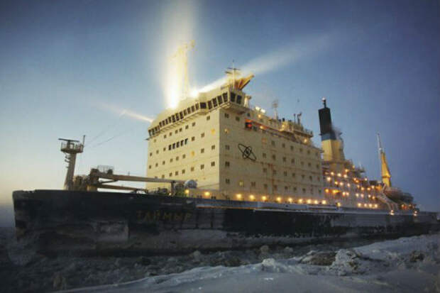 Ледокол Таймыр против Арктики: двигающаяся гора посреди ледяной пустоши