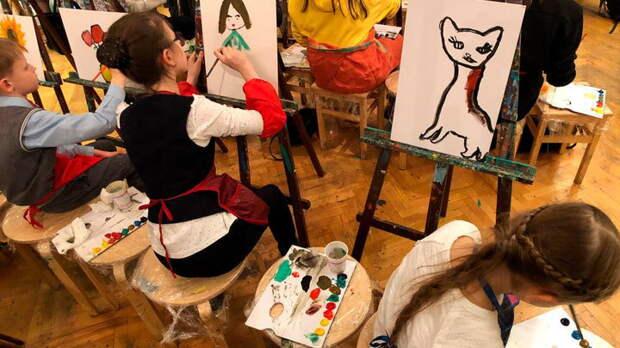 """""""Хватит с вас обычных школ"""": Бесплатные кружки для детей ликвидировали новой реформой"""
