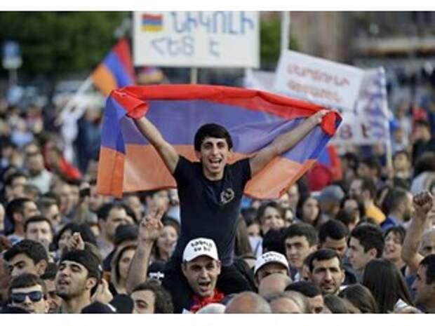 Конфликт с улицы перешёл внутрь самой системы: Что происходит в Армении?