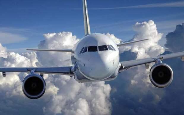 Стюардесса объяснила, почему в пассажирских самолетов нет парашютов