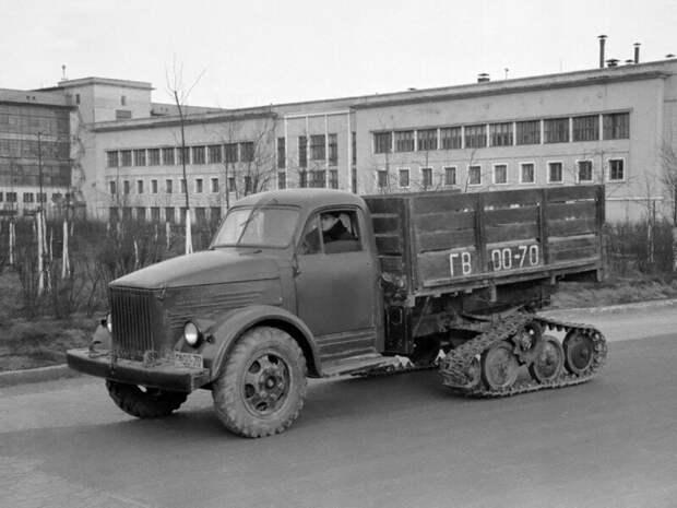 ГАЗ-51 Полугусеничный - опытная полугусеничная модификация бортового грузового автомобиля ГАЗ-51 (1953-1954) ретро фото, фотт, это интересно