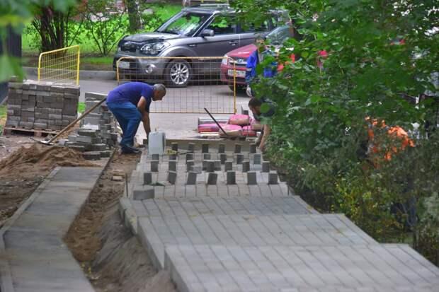 Благоустройство двора на улице Кулакова завершится в августе