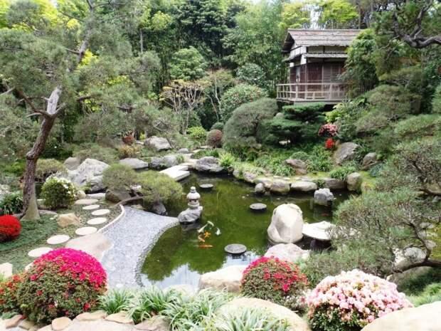 Удивительный и гармоничный интерьер японского сада.