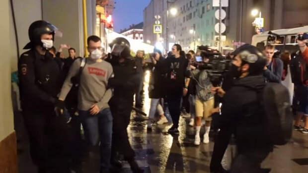 В Кремле прокомментировали массовые демонстрации в российских городах