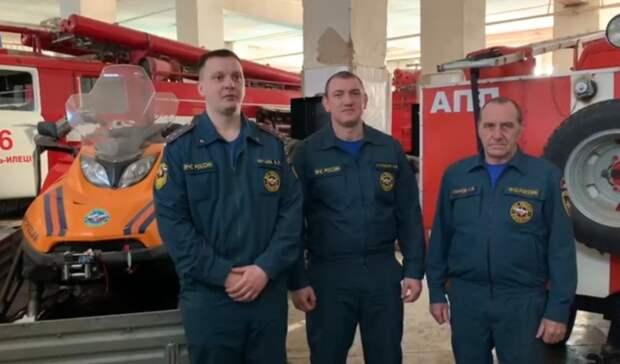 ВОренбуржье пожарные помогли бригаде скорой помощи спасти пожилую пациентку