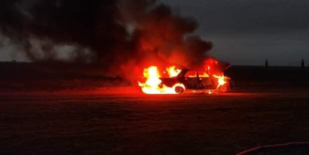 Один человек погиб в загоревшейся легковушке в Крыму