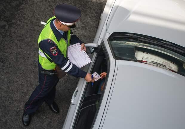 Может ли инспектор ГИБДД оштрафовать за проезд через стертую сплошную линию