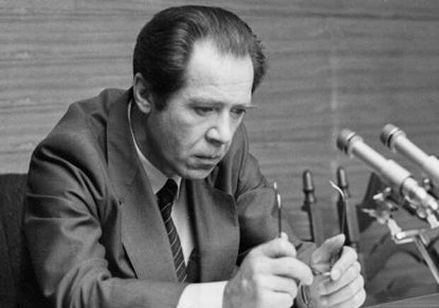 Скончался экс-глава МВД, разогнавший российский парламент в 1993-м году