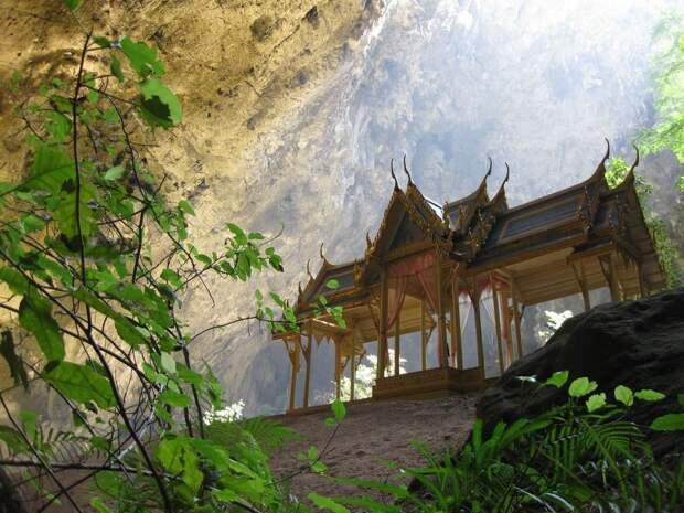 Пещера Пхрая Након в Таиланде