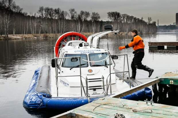 Безопасность на водоёмах столицы обеспечивают спасатели. Фото: mos.ru