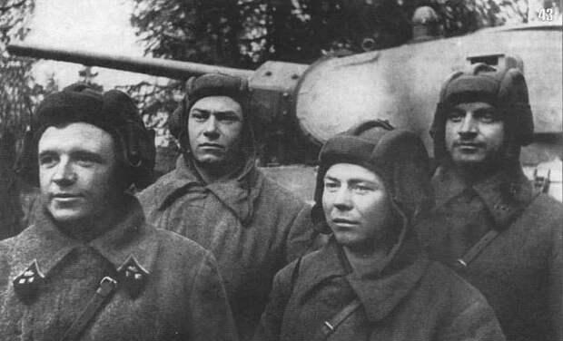 Экипаж Т-34 уничтожил 37 танков врага осенью 1941. А так же спас целый город в одиночку