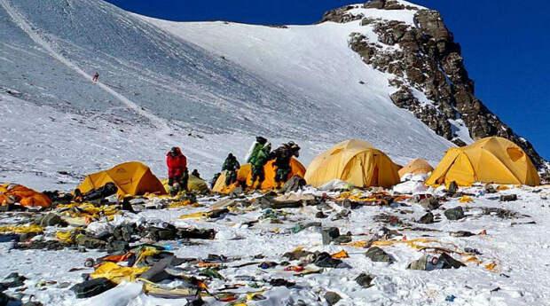 Как Эверест превратили в самую высокогорную помойку