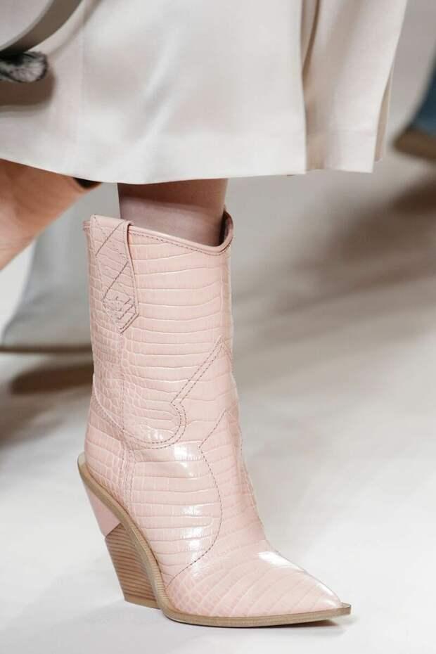 Модная обувь на танкетке весна 2021: варианты, которые выгодно купить сейчас