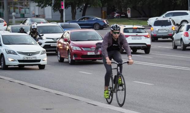 У станции Лосиноостровская водитель «Лады» сбил на «зебре» велосипедистку