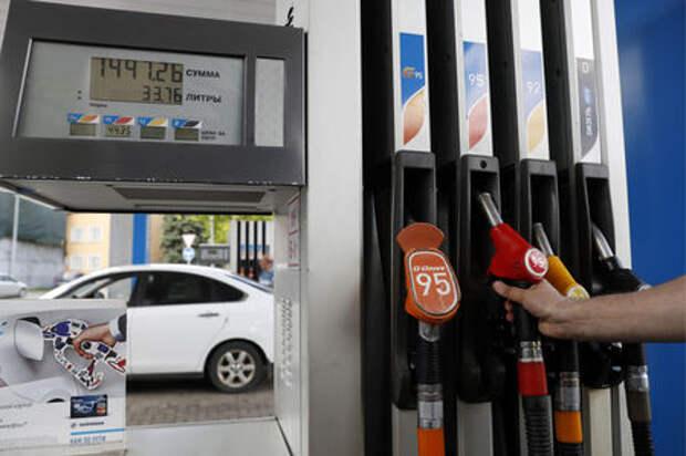 Нефтяники пообещали правительству сдерживать цены на топливо