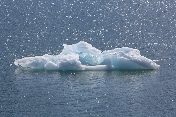 Полярная станция уплыла на айсберге с острова Ушакова