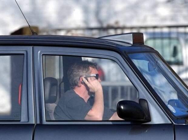Водители игнорируют запрет на использование смартфонов за рулем