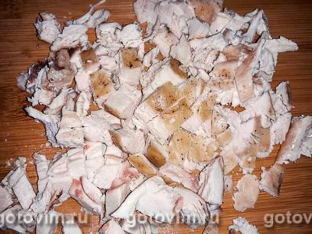 Салат из запеченной курицы со свёклой и грецкими орехами, Шаг 03