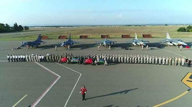 Турецкие F-16 на авиабазе в Гяндже. Были переброшены в Азербайджан летом этого года под предлогом учений. Обратно не выводились.