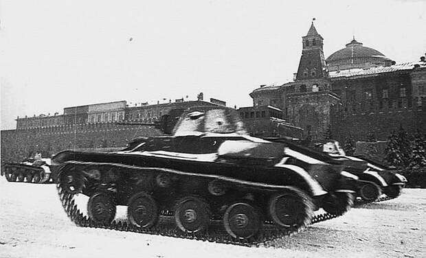 Танки Т-60 на Красной площади во время парада 7 ноября 1941 года Велика Отечественная война, История Родины, СССР