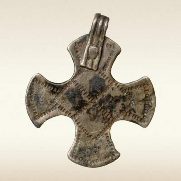 Нательный крестик, инвентарь женского погребения 10 века. Киев