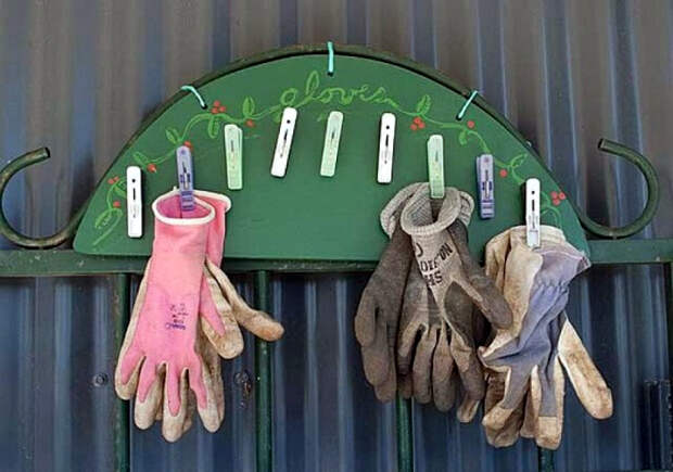 Вешалка для перчаток.