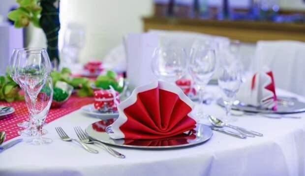 Один из самых простых способов сервировки стола, но от этого не менее привлекательный. /Фото: ej-ka.net