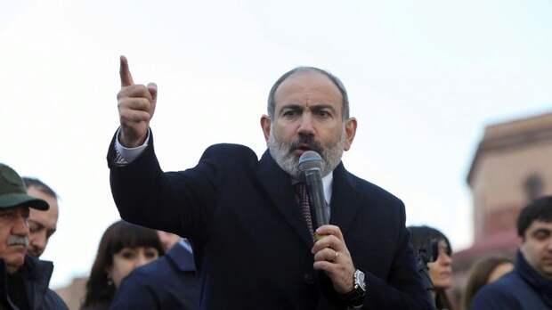 На центральном проспекте Еревана появились баррикады противников действующей власти