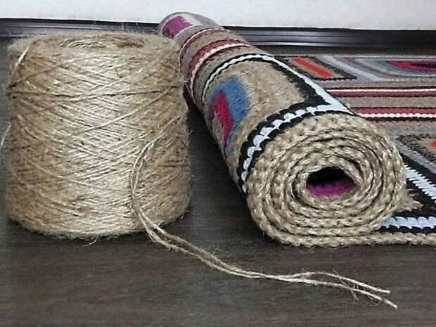 Стильный коврик из остатков пряжи и джутового шпагата