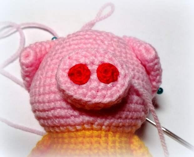Вяжем символ года - милейшие свинки в костюмчиках
