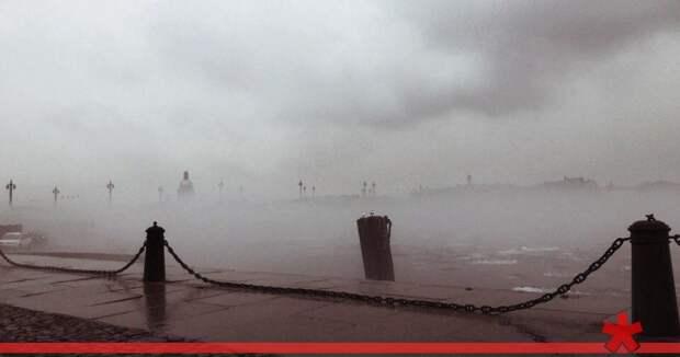 Петербург окутает густой туман