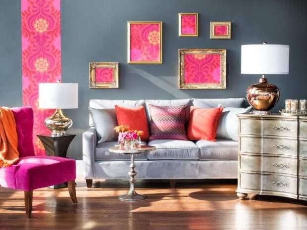 как скомбинировать обои в зале пример стильного интерьера декора