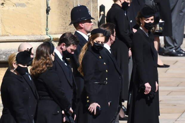 Принц Гарри и принц Уильям воссоединились на похоронах дедушки