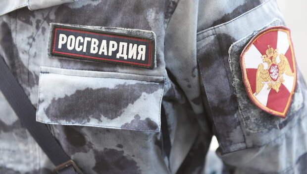 Около 200 экипажей Росгвардии патрулируют Подмосковье, призывая жителей оставаться дома