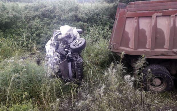 Шесть человек погибли в ДТП с грузовиком