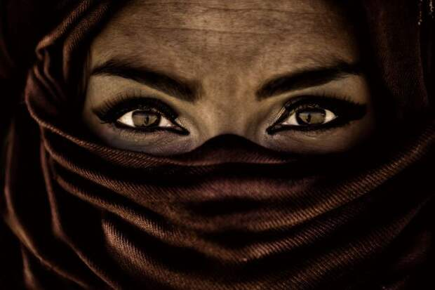 Женщина с красивыми глазами
