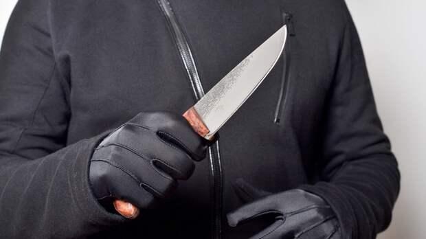 Петербургского рецидивиста задержали за нападение с ножом на местного жителя