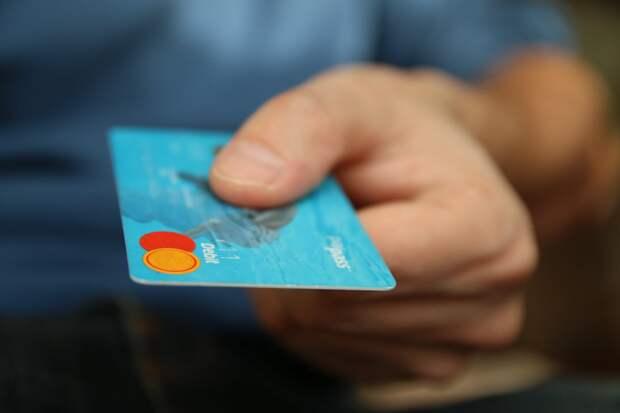 Где очень опасно расплачиваться банковской картой