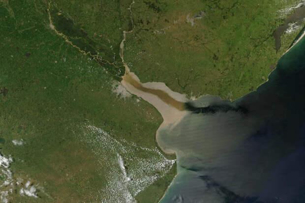 Серебряная река в Южной Америке