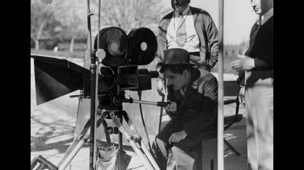 Со съёмочных площадок  культовых фильмов.