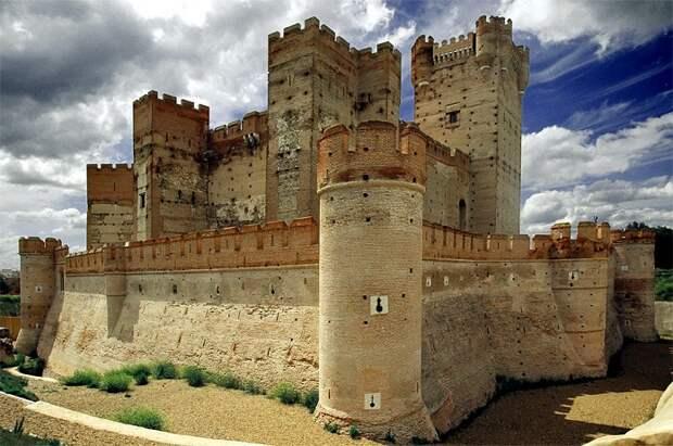 Удивительные замки Испании со своей невероятной историей