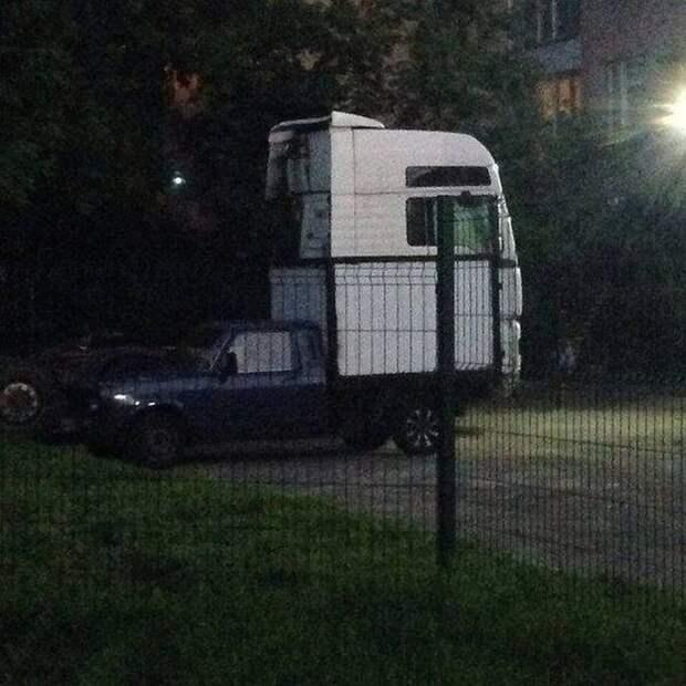 """Из серии """"показалось"""" грузовик, грузовики, камаз, прикол, тягач, юмор"""